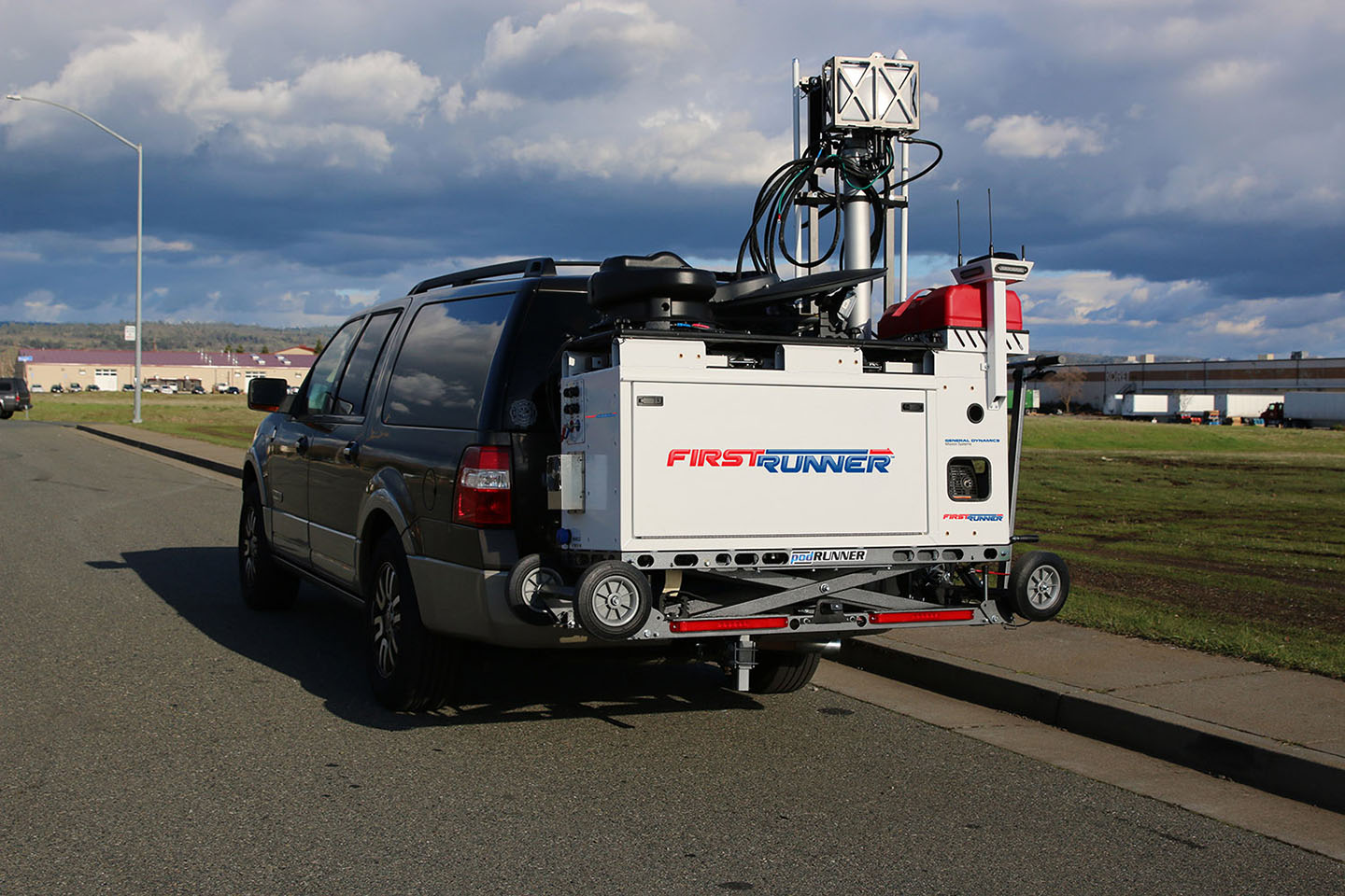 firstrunner deployable 4g lte cell-on-wheels  cow